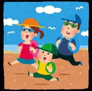 海へ旅行する家族の画像