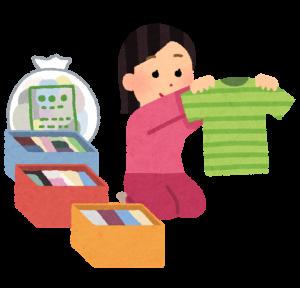 衣服を整理する女性の画像