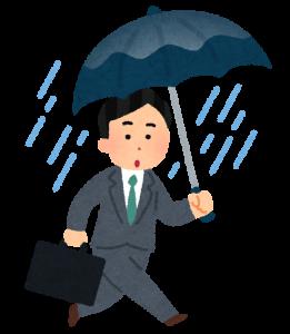 雨の中歩く人の画像